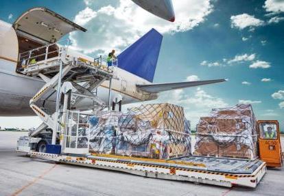 Какие есть преимущества и недостатки у авиаперевозки грузов?