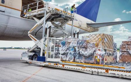 Преимущества и недостатки авиаперевозки грузов